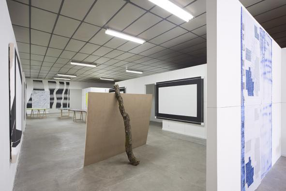Vue de l'exposition collective « Trouble in painting » au BBB centre d'art, 2015. Crédit photo Yohann Gozard, 2015.